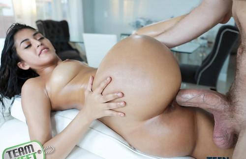 Latina Sophia Leone sex and orgasm porn movies HD.