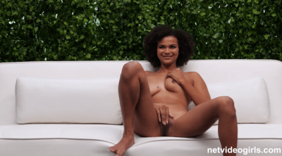 Super Hot Amateur Girl With Natural Body Porn Debut HD.